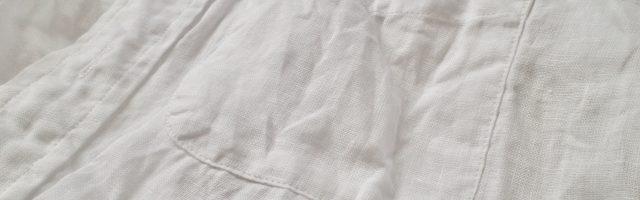 白いリネンのシャツ