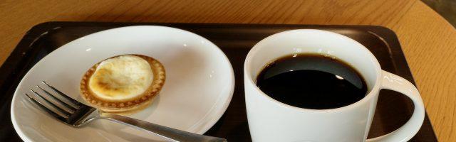 スターバックスのコーヒーとタルト
