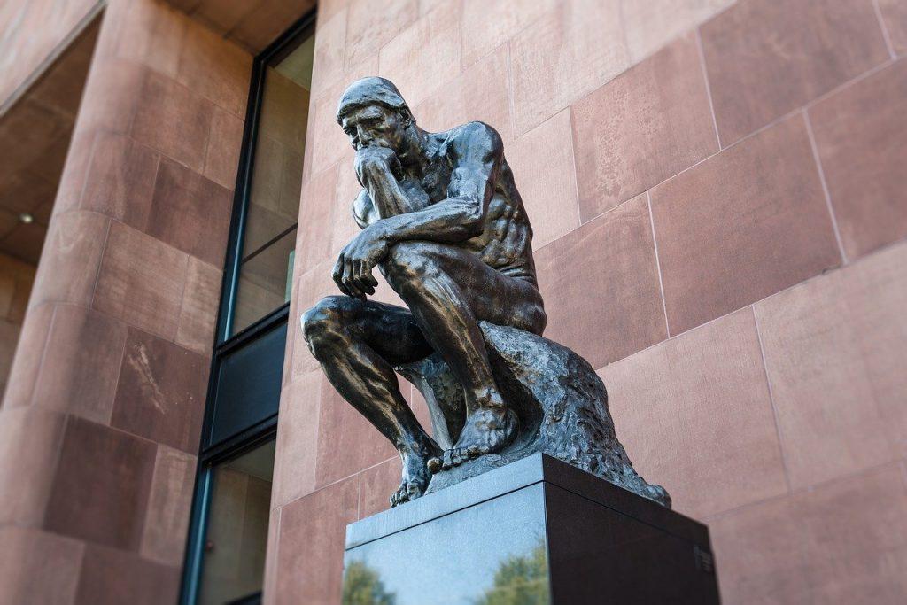 考える彫刻