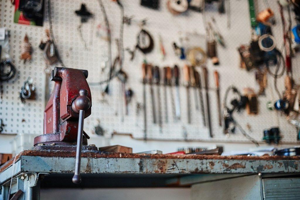 工場の風景。多くの道具がある