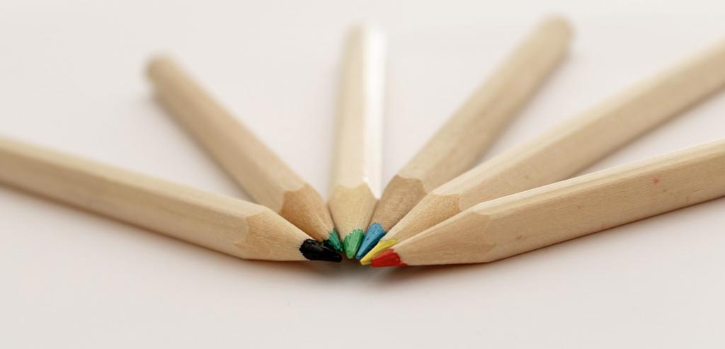 色鉛筆が5色そろっている。