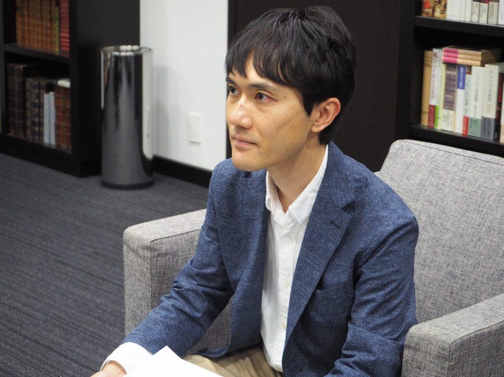 インタビューする木村。エシカルSTORY代表