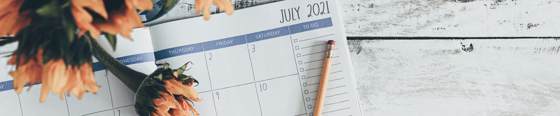 7月の日記帳とひまわりの花